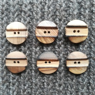 Botão em madeira